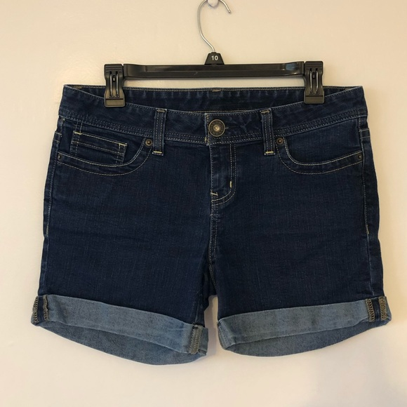 Guess Pants - Guess cuffed dark denim shorts, SZ 6